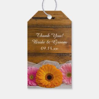 Etiquetas rústicas del favor del boda del granero