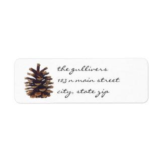 Etiquetas rústicas del remite del cono del pino