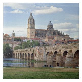 Europa, España, Salamanca. El puente romano encima Azulejo Cuadrado Grande