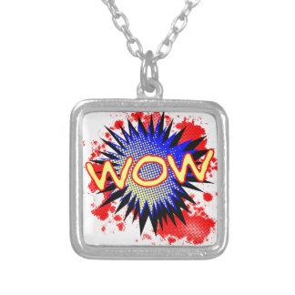 Exclamación cómica del wow collar plateado