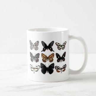 Exhibición de la mariposa taza de café