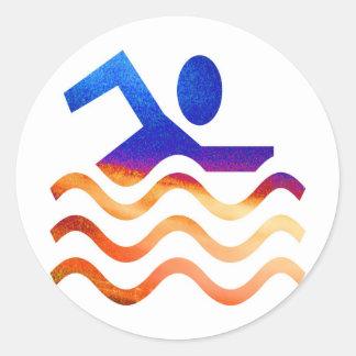 Éxito de la natación - mente fresca en épocas pegatina redonda