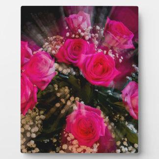 Explosión rosada del ramo de los rosas placa expositora