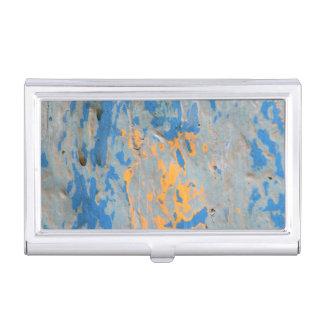 Extracto en tenedor azul de la tarjeta de visita caja de tarjetas de presentación