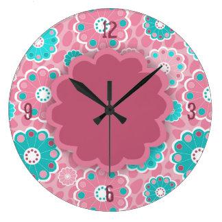 Extracto floral de la aguamarina rosada enrrollada reloj redondo grande