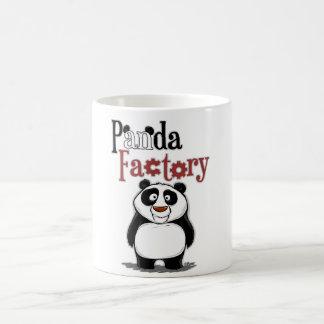Fábrica de la panda taza básica blanca