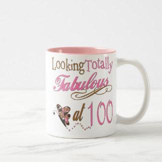Fabuloso en 100 años taza de café de dos colores