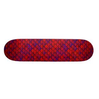 Falln escalas rojas y de la púrpura patines