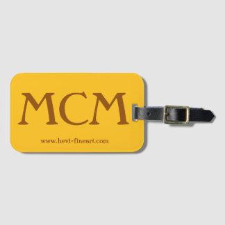 fambly el equipaje marca el MCM con etiqueta