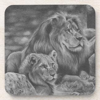Familia del león apoyavasos