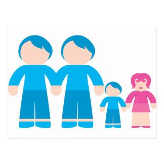 Familia gay masculina de dos pares de los papás postal