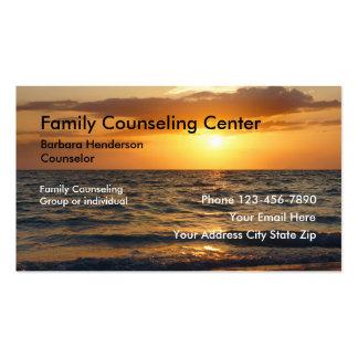 Familia que aconseja tarjetas de visita