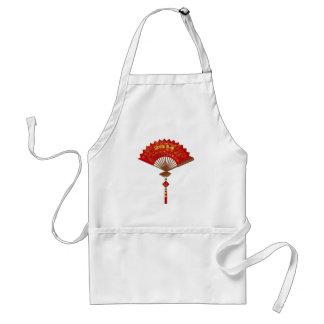 Fan de papel roja con el delantal chino del Año Nu