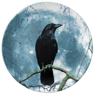 Fantasía gótica de la noche de la luna del cuervo plato de porcelana