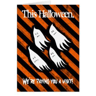 Fantasmas enojados en el refugio para Halloween Felicitacion