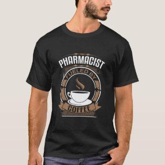 Farmacéutico aprovisionado de combustible por el camiseta