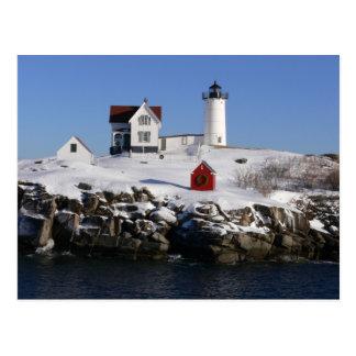Faro de la protuberancia pequeña en invierno postal