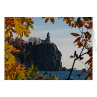 Faro partido de la roca en caída tarjeta de felicitación
