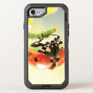 Fauna chistosa caprichosa fresca de la mariquita funda OtterBox defender para iPhone 7