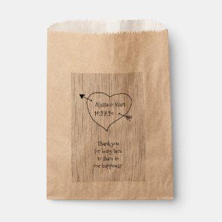 Favor del mensaje del boda del corazón y de la bolsa de papel