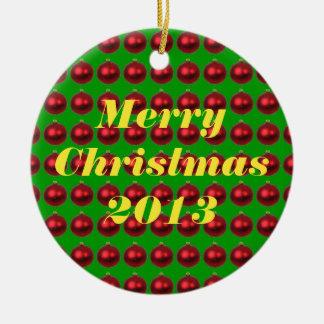 Felices Navidad 2013 ornamentos rojos en diseño Adorno Navideño Redondo De Cerámica