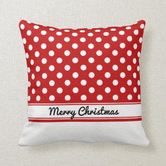 Felices Navidad bajas blancas de los lunares rojos Cojín Decorativo