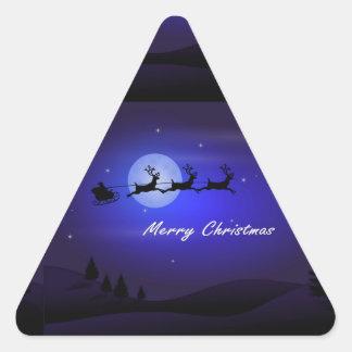Felices Navidad de la luna del trineo de Santa Pegatina Triangular
