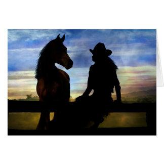 Feliz cumpleaños de la vaquera y del caballo tarjeta de felicitación