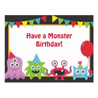 Feliz cumpleaños del pequeño monstruo lindo postal