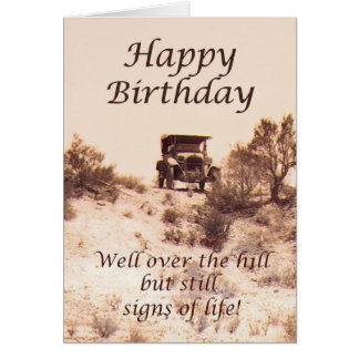 Feliz cumpleaños, tarjeta del vintage, sobre la