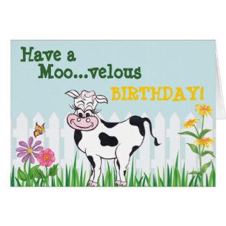 Feliz cumpleaños - vaca y tarjeta de
