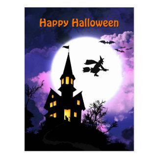 Feliz Halloween asustadizo de la casa encantada Postal