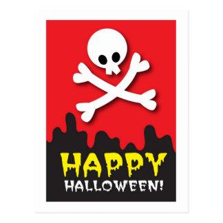 ¡Feliz Halloween! cráneo y bandera pirata Postal