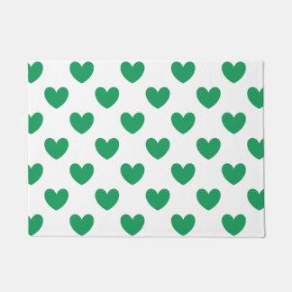 Felpudo Corazones verdes de la polca de Kelly en blanco