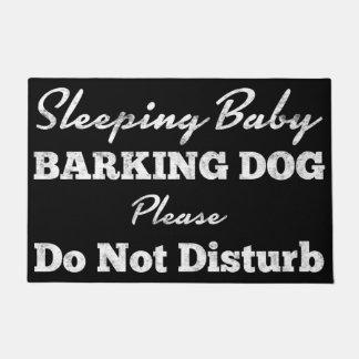 Felpudo El perro del descortezamiento del bebé el dormir