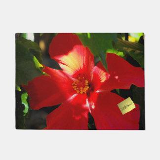 Felpudo Flor roja del hibisco en luz del sol