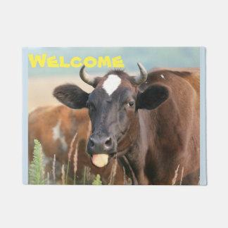 Felpudo La vaca divertida del humor del humor que pega la