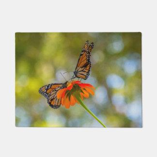 Felpudo Mariposas de monarca en Wildflowers