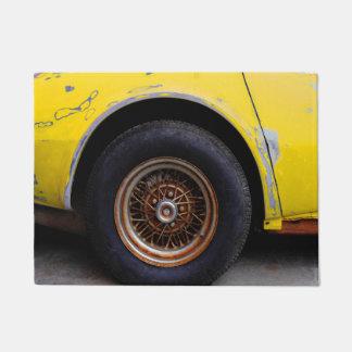 Felpudo Neumático oxidado de Roadmaster, pelando el coche