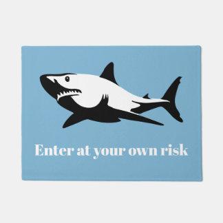 Felpudo Tiburón - entre en su propio riesgo