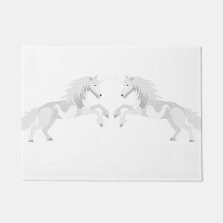 Felpudo Unicornio del blanco del ejemplo