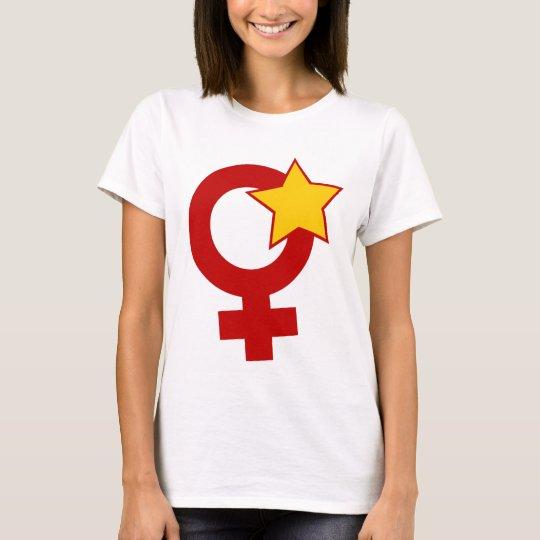 Feminista roja en la muñeca blanca camiseta