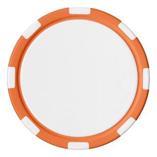 Fichas de póker con el borde rayado del naranja