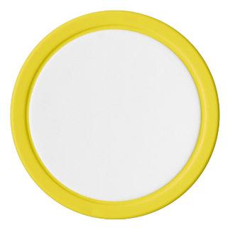 Fichas de póker con el borde sólido amarillo
