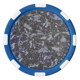 Fichas De Póquer Tinta blanco y negro en fondo púrpura