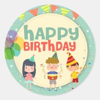 Fiesta caprichoso del feliz cumpleaños del ejemplo pegatina redonda