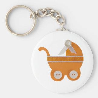 Fiesta de bienvenida al bebé anaranjada del carro llavero redondo tipo chapa