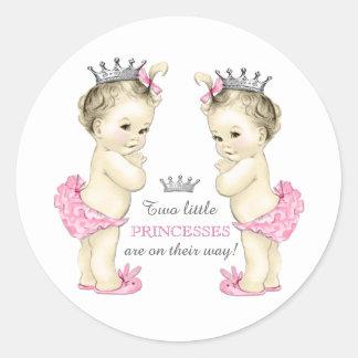 Fiesta de bienvenida al bebé gemela del chica pegatina redonda