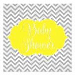 Fiesta de bienvenida al bebé gris amarilla moderna invitación personalizada