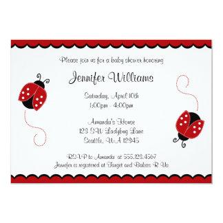 Fiesta de bienvenida al bebé roja y negra linda de invitacion personalizada